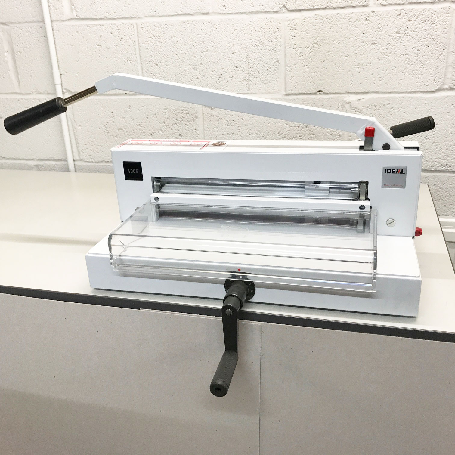 Ex-demo IDEAL 4305 SRA3 Tabletop Guillotine 1104510